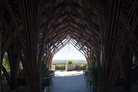 Cubierta de bambú para el Nocenco Café, por VTN Architects