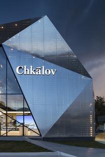 Prisma de chapa perforada en Moscú, por INDarchitect
