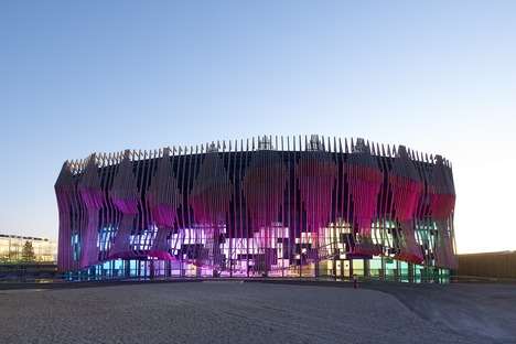 Showpalast por GRAFT Architekten en madera y vidrio
