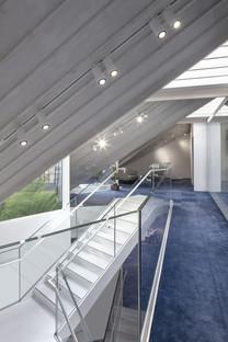 Techo estilo gambrel para las oficinas Ansdell, por Seilern Architects