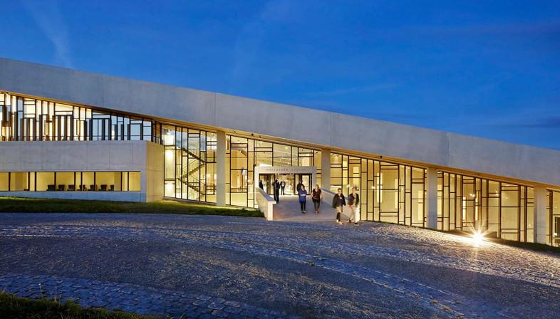 Museo Moesgaard de cemento, por Hennign&Larsen