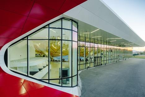 Aluminio, acero, vidrio y madera para el aeropuerto de Kutaisi, por UNSTUDIO