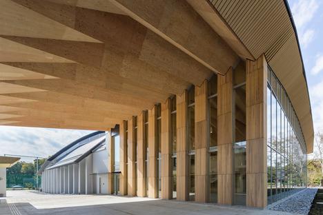 Estructura de madera para el ICU Phisical Center de Kengo Kuma