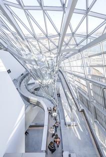Musée des Confluences, en acero, vidrio y cemento, de Coop Himmelb(l)au