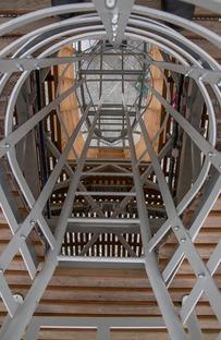 Gulliver, un Auditorio de madera, acero y plexiglás en Praga