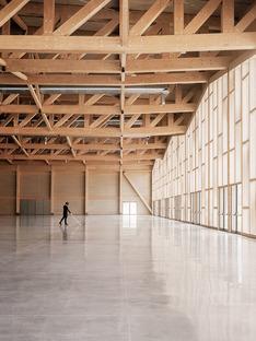 Centro de Congresos en Agordo de madera laminada y reticular