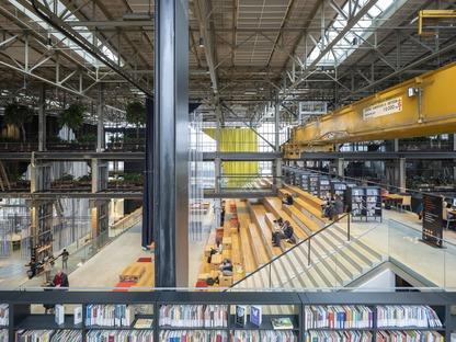 Interiores de la biblioteca mecánica locHal, por Mecanoo