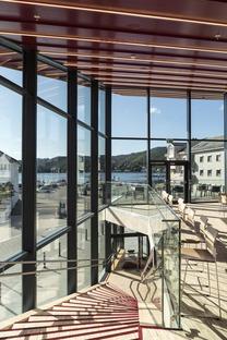 Flekkefjord Cultural Center, de madera y cemento armado