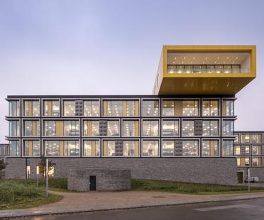 El campus LEGO es de vidrio, aluminio y piedra