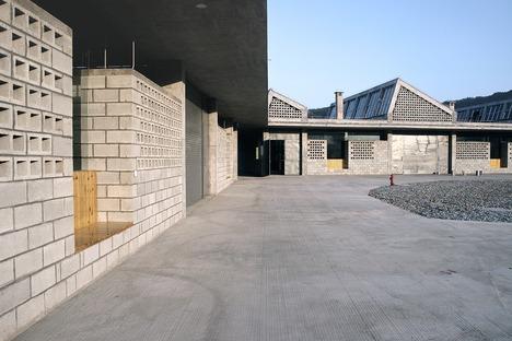 Fábrica en cemento por TAO, para balsas de bambú