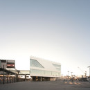 Värtaterminalen, por C.F. Møller Architects, de acero y vidrio