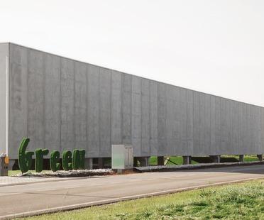 Un vivero de cemento prefabricado, por Studio Bressan