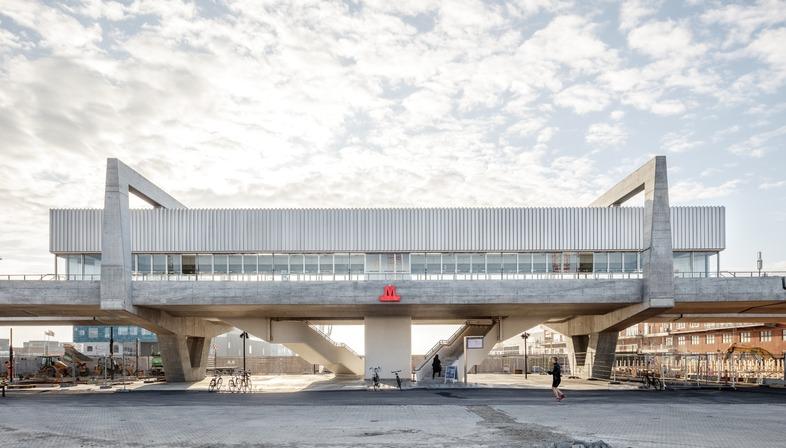 Estación brutalista de cemento armado, por COBE y Arup