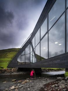 Un Ayuntamiento a modo de puente sobre el río, realizado por Henning Larsen con cemento y madera
