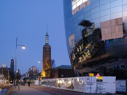 Depot de cemento armado y fachada de espejos, por MVRDV