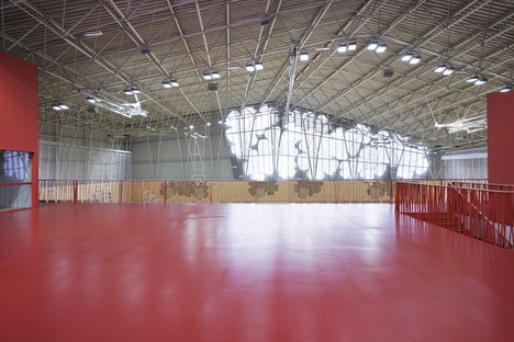 Una estructura de armadura para el centro deportivo de Podčetrtek, por Enota