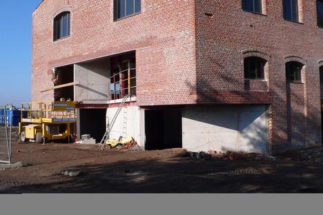 La Cartonnerie, papelera de ladrillos recuperada, por h2o architectes