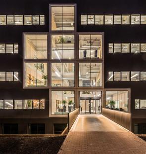 Reestructuración de un edificio de los años 70, por Studioninedots