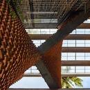 La Pirouette House, de ladrillos, por Wallmakers Architects