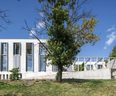 Casa wagneriana de cemento, por los arquitectos de B.K.P.Š.