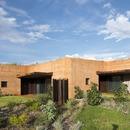 Casas de tierra apisonada en Australia, por Luigi Rosselli