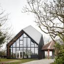 Una casa de madera, cal, cáñamo y paja, por NU Architectuur